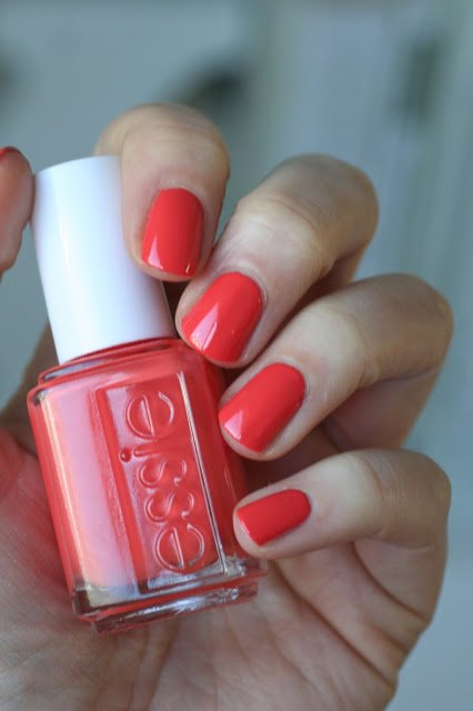Весенняя коллекция 2016 Essie Lounge Lover: обзор